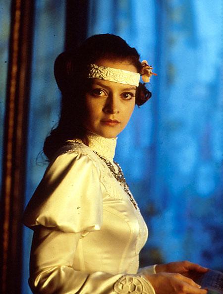 Julie Cox ako Princezná Irulan Corrino