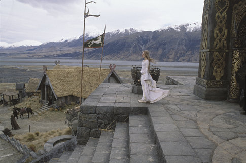 Eowyn pred bránami Edorasu