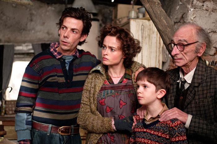 Charlie and the Chocolate Factory - Charlie, rodičia a dedko Joe