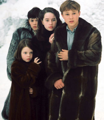 Chronicles of Narnia, The: The Lion, the Witch and the Wardrobe - Pevensieovci v kožuchoch