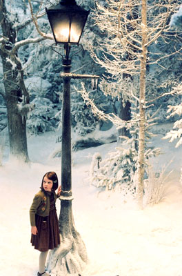 Chronicles of Narnia, The: The Lion, the Witch and the Wardrobe - Lucy s lampou v Narnii