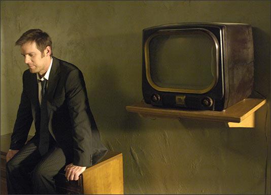 Lost Room, The - Joe v izbe s televízorom