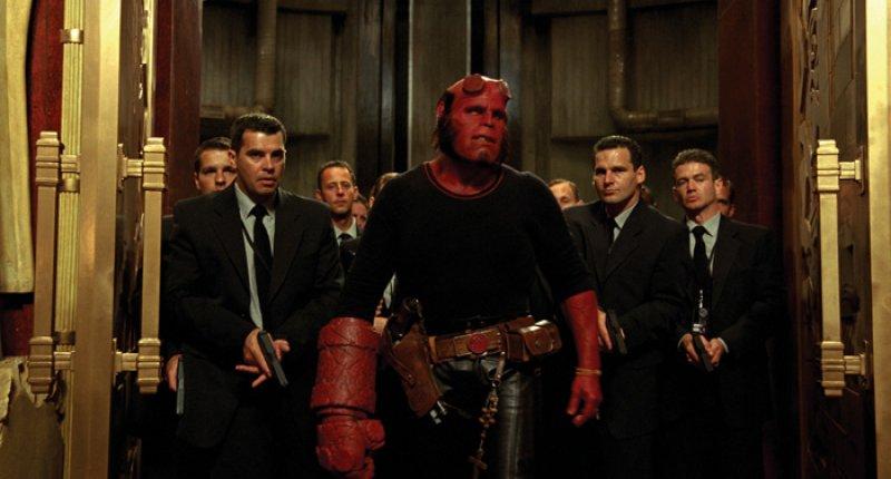 Hellboy 2 - Foto - Hellboy v tričku