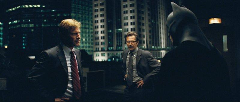 Dark Knight, The - 14 - Harvey, Gordon a Batman