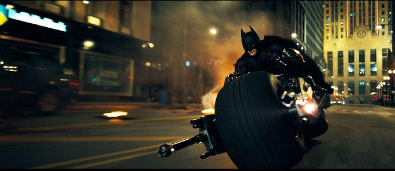 Dark Knight, The - 22 - Batman na Batpode