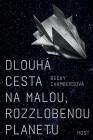 Dlouhá cesta na malou, rozzlobenou planetu. Obálka prvého českého vydania (Host, 2017)