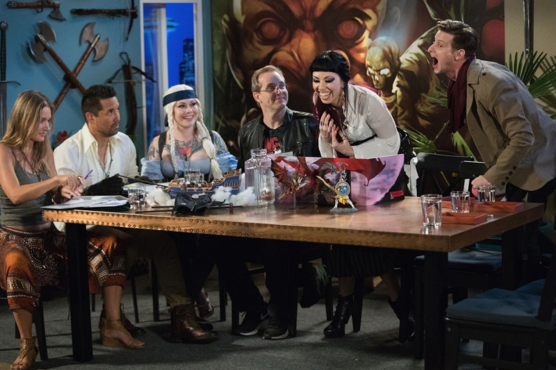 Dungeons & Dragons - Scéna - Satine Phoenix GM-uje Critical Role