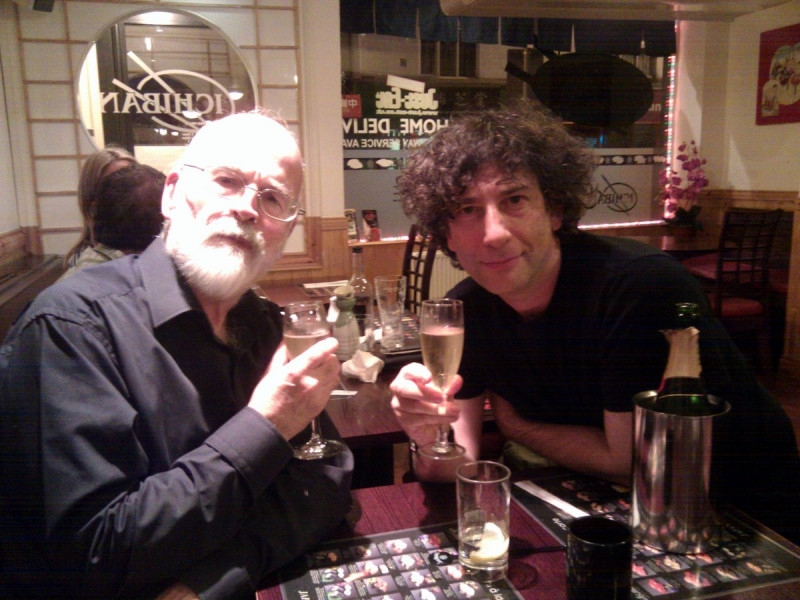 Terry Pratchett a Neil Gaiman